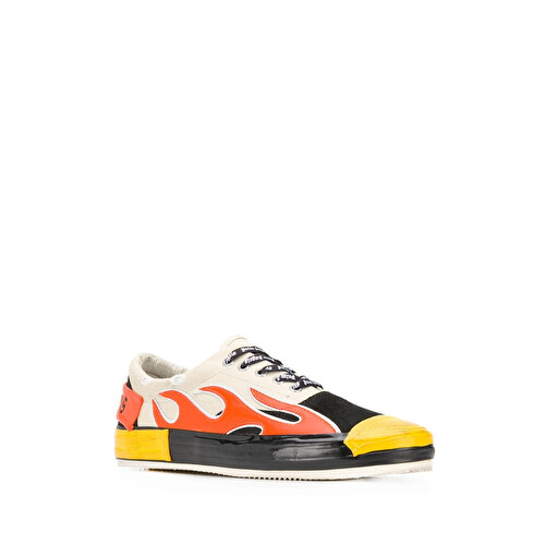 Sneakers con stampa fiamme