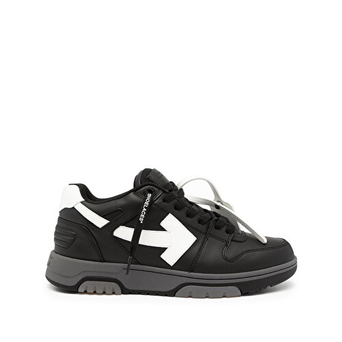 Sneaker stringate